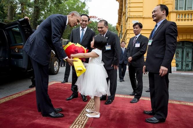 Ảnh Việt Nam đón Obama trang trọng và nồng hậu lên fanpage Nhà Trắng ảnh 3