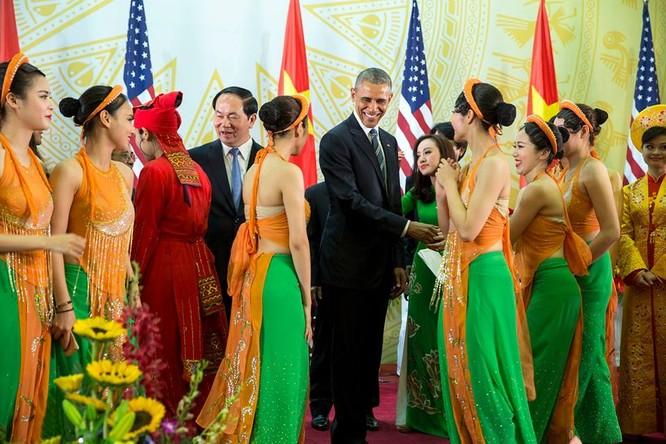 Ảnh Việt Nam đón Obama trang trọng và nồng hậu lên fanpage Nhà Trắng ảnh 7