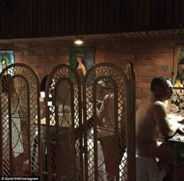 Video: Nhà hàng khỏa thân gây sốt ở Úc ảnh 9