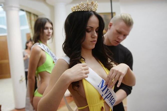 Đột nhập hậu trường phần thi bikini của nhan sắc Nga ảnh 9