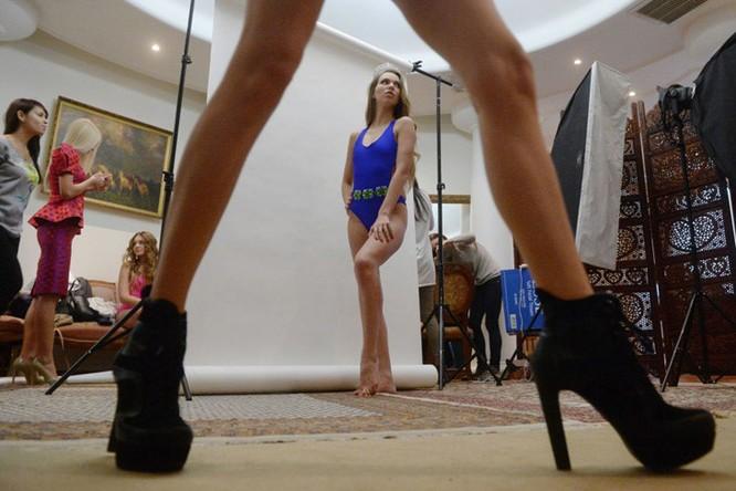 Đột nhập hậu trường phần thi bikini của nhan sắc Nga ảnh 3