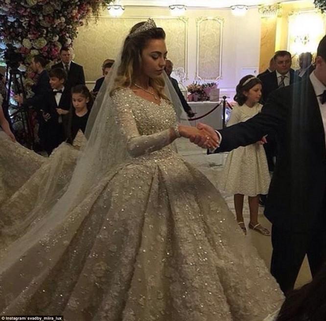 Video: Đám cưới xa hoa nhất hành tinh của con trai tỷ phú Nga ảnh 3