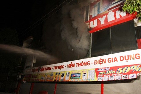 Cháy siêu thị điện máy lớn bậc nhất tỉnh Quảng Trị ảnh 1