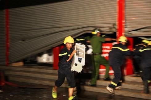 Cháy siêu thị điện máy lớn bậc nhất tỉnh Quảng Trị ảnh 4