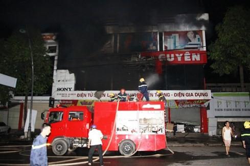 Cháy siêu thị điện máy lớn bậc nhất tỉnh Quảng Trị ảnh 6