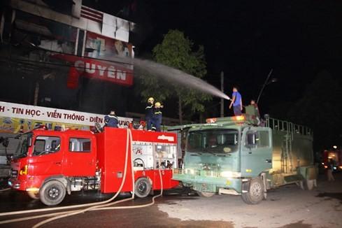 Cháy siêu thị điện máy lớn bậc nhất tỉnh Quảng Trị ảnh 8