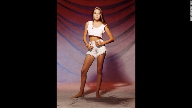 Ngắm Angelina Jolie trong veo tuổi 15 ảnh 6