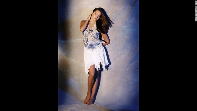 Ngắm Angelina Jolie trong veo tuổi 15 ảnh 4