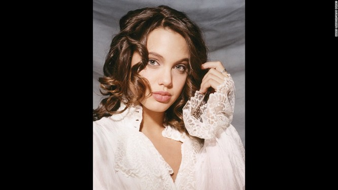 Ngắm Angelina Jolie trong veo tuổi 15 ảnh 3