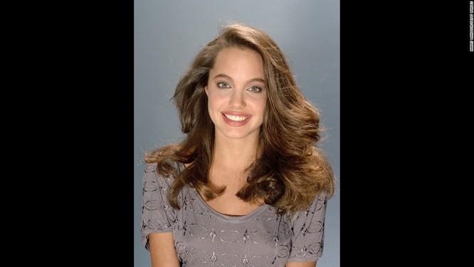 Ngắm Angelina Jolie trong veo tuổi 15 ảnh 1