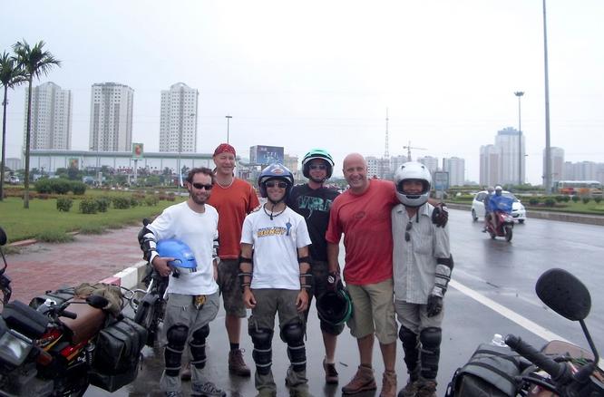 Tây Offroad nhớ đời ở Việt Nam ảnh 3