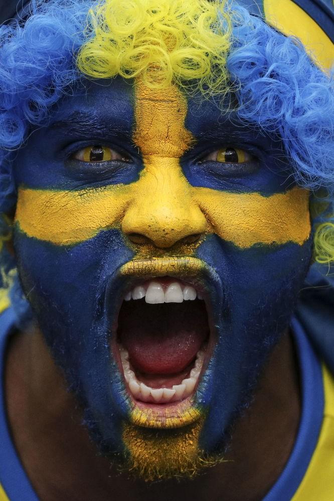Người hâm mộ Thuỵ Điển trước khi bắt đầu trận đấu vòng bảng của Giải vô địch bóng đá châu Âu 2016 - đội tuyển Ailen gặp đội tuyển Thuỵ Điển