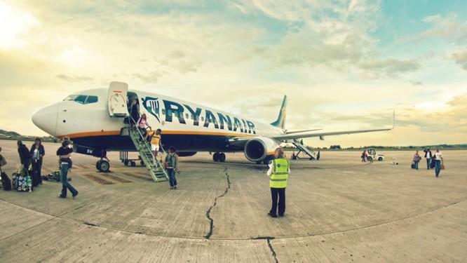 Bóc mẽ cách kiếm tiền của các hãng hàng không giá rẻ ảnh 13