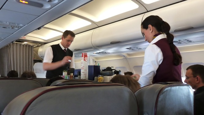 Bóc mẽ cách kiếm tiền của các hãng hàng không giá rẻ ảnh 5