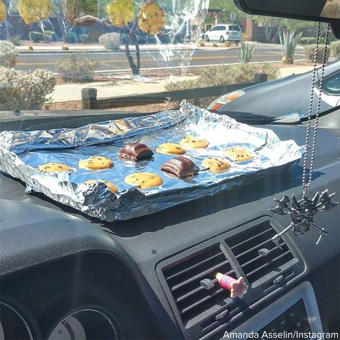 Dân Mỹ nướng bánh trong ô tô, rán trứng bằng nắp cống dưới nắng nóng 49 độ C ảnh 1