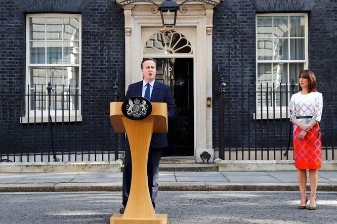 Thủ tướng Anh Cameron (cùng vợ) tuyên bố ông tôn trọng lựa chọn của dân Anh rời bỏ EU và ông sẽ từ chức Thủ tướng. Ảnh: Reuters.