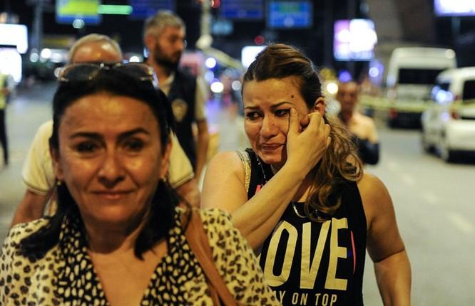 Sây bay Thổ Nhĩ Kỳ hỗn loạn sau vụ đánh bom đẫm máu ảnh 10