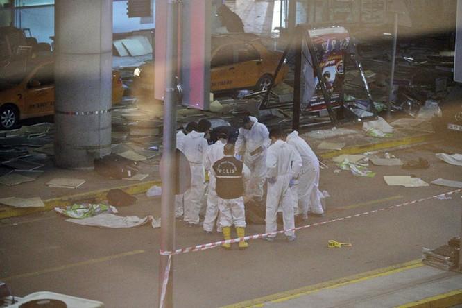 Sây bay Thổ Nhĩ Kỳ hỗn loạn sau vụ đánh bom đẫm máu ảnh 11