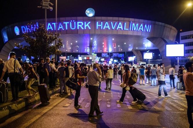 Sây bay Thổ Nhĩ Kỳ hỗn loạn sau vụ đánh bom đẫm máu ảnh 2