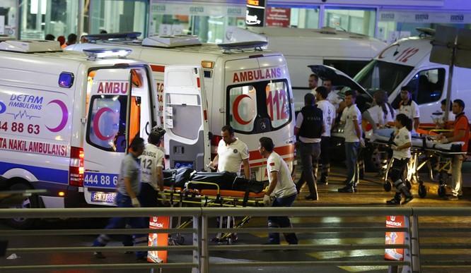 Sây bay Thổ Nhĩ Kỳ hỗn loạn sau vụ đánh bom đẫm máu ảnh 3