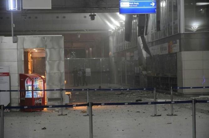 Sây bay Thổ Nhĩ Kỳ hỗn loạn sau vụ đánh bom đẫm máu ảnh 4