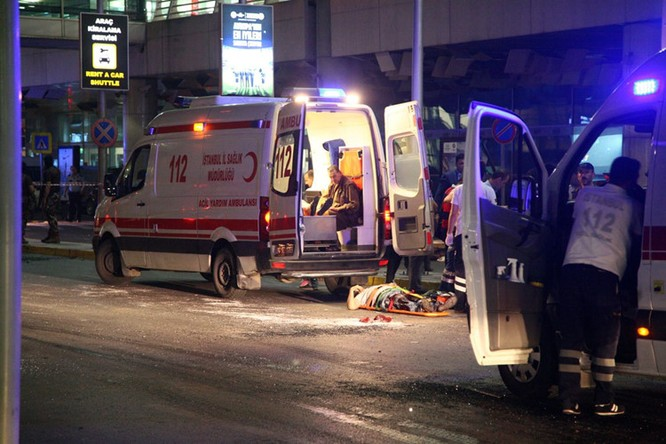 Sây bay Thổ Nhĩ Kỳ hỗn loạn sau vụ đánh bom đẫm máu ảnh 5