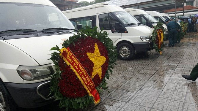 Trời tuôn mưa, người tuôn nước mắt trong tang lễ 9 liệt sĩ phi hành đoàn CASA-212 ảnh 13