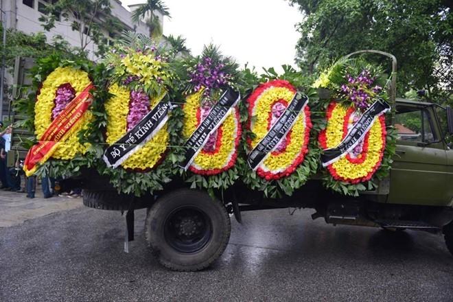Trời tuôn mưa, người tuôn nước mắt trong tang lễ 9 liệt sĩ phi hành đoàn CASA-212 ảnh 8