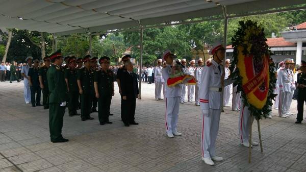 Trời tuôn mưa, người tuôn nước mắt trong tang lễ 9 liệt sĩ phi hành đoàn CASA-212 ảnh 39