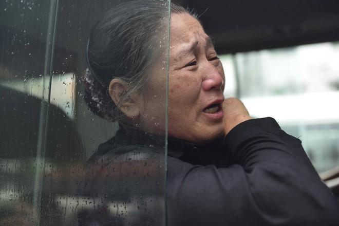 Trời tuôn mưa, người tuôn nước mắt trong tang lễ 9 liệt sĩ phi hành đoàn CASA-212 ảnh 2