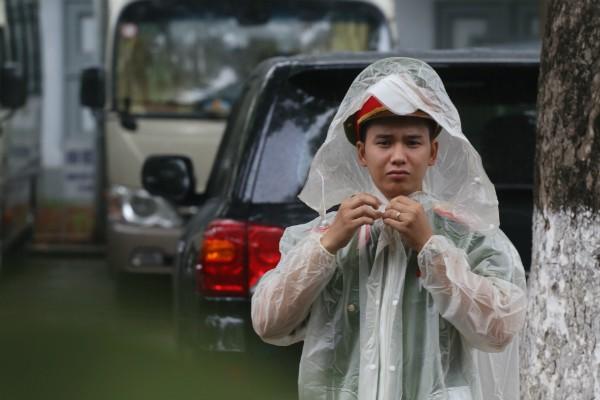 Trời tuôn mưa, người tuôn nước mắt trong tang lễ 9 liệt sĩ phi hành đoàn CASA-212 ảnh 35