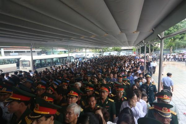 Trời tuôn mưa, người tuôn nước mắt trong tang lễ 9 liệt sĩ phi hành đoàn CASA-212 ảnh 18
