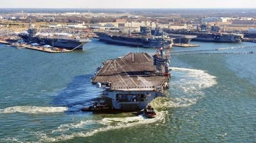 Video: Mỹ điều tàu sân bay USS Dwight D. Eisenhower tham chiến diệt IS ảnh 1