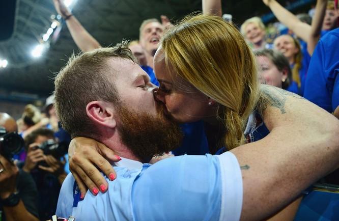 1001 kiểu nụ hôn tại Euro 2016 ảnh 5