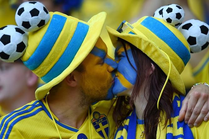 1001 kiểu nụ hôn tại Euro 2016 ảnh 10