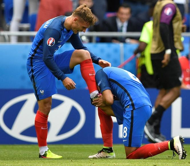 1001 kiểu nụ hôn tại Euro 2016 ảnh 17