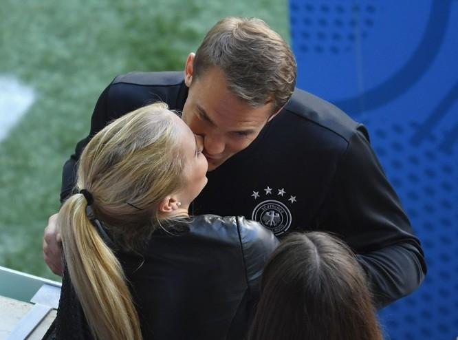 1001 kiểu nụ hôn tại Euro 2016 ảnh 2