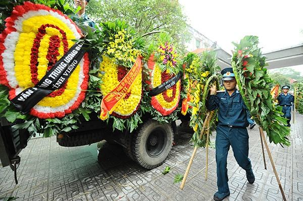 Trời tuôn mưa, người tuôn nước mắt trong tang lễ 9 liệt sĩ phi hành đoàn CASA-212 ảnh 22