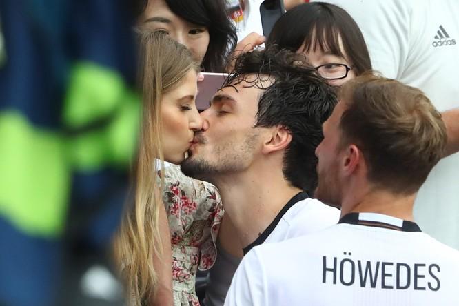 1001 kiểu nụ hôn tại Euro 2016 ảnh 1