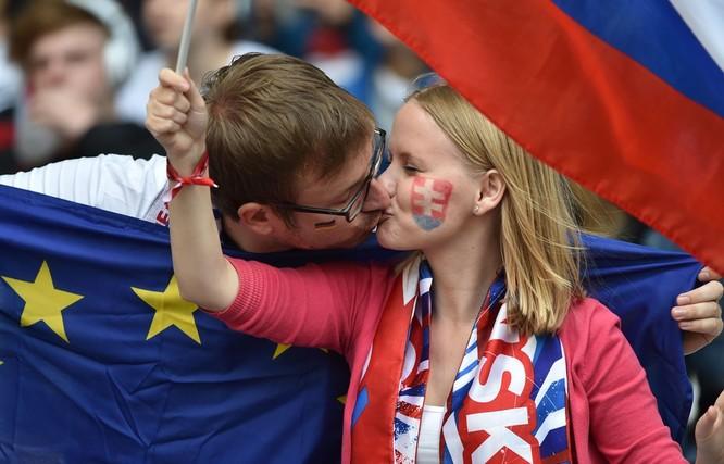 1001 kiểu nụ hôn tại Euro 2016 ảnh 7