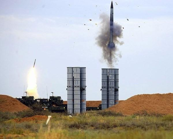 """Báo Nga: Việt Nam sắp """"tậu"""" 4 tổ hợp tên lửa phòng không S-400 ảnh 2"""
