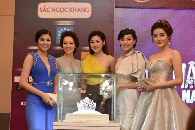 Cận cảnh chiếc vương miện Hoa hậu Việt Nam 2016 trị giá 2,2 tỷ đồng ảnh 1