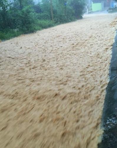 Video: Quảng Ninh thành biển nước sau trận mưa lớn ảnh 2