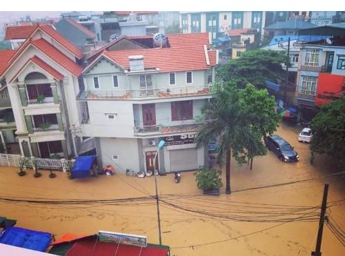 Video: Quảng Ninh thành biển nước sau trận mưa lớn ảnh 3