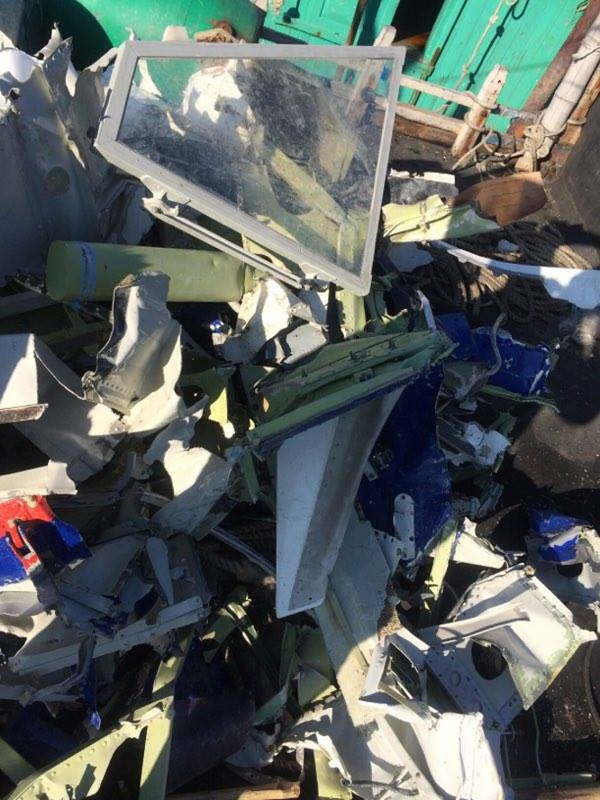 Vớt được thêm nhiều mảnh vỡ nghi của Casa 212 ảnh 4