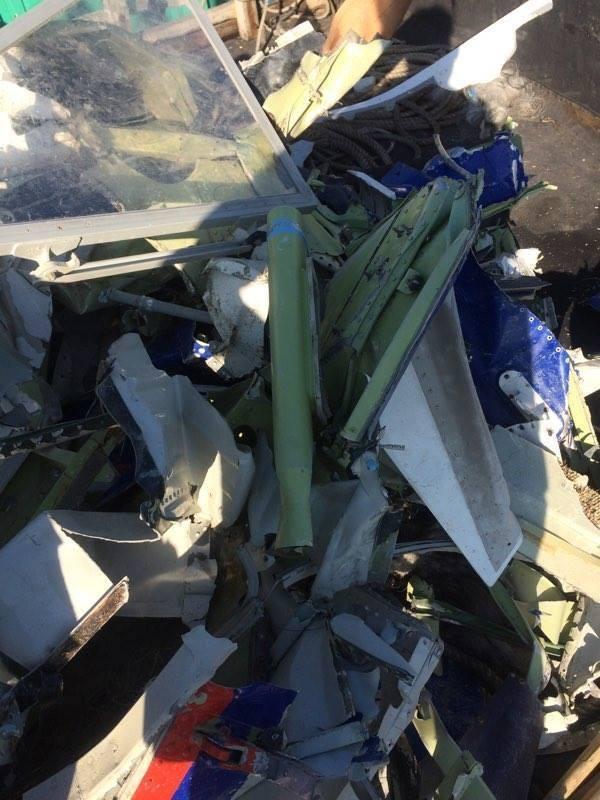 Vớt được thêm nhiều mảnh vỡ nghi của Casa 212 ảnh 7