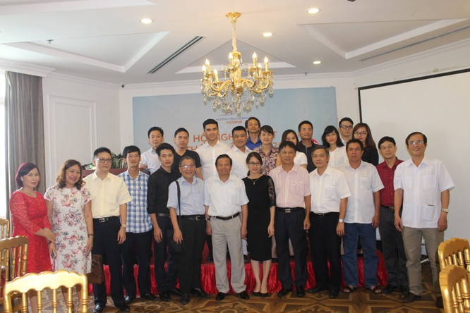 Ban chấp hành Hội Truyền thông số Việt Nam và các khách mời.
