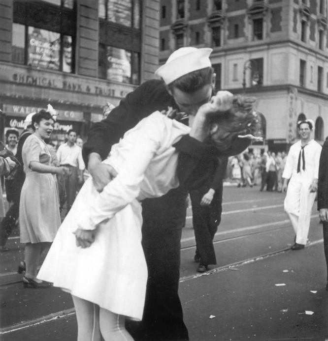 10 nụ hôn nổi tiếng lịch sử thế giới ảnh 3