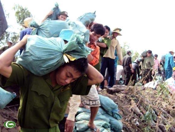 Chùm ảnh đẹp: Chiến sĩ Công an Nhân dân Việt Nam trong lòng dân ảnh 17