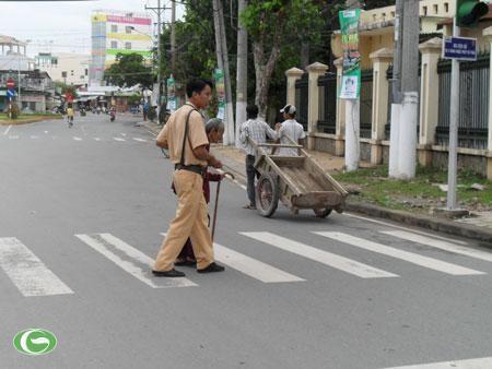 Chùm ảnh đẹp: Chiến sĩ Công an Nhân dân Việt Nam trong lòng dân ảnh 29